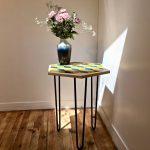 table_marqueterie_hexagonale_bleu_jaune_naturel_liedekerke_maison-lk_lk_1