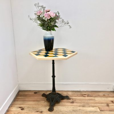 table_marqueterie_hexagone_bleu_jaune_naturel_liedekerke_maison-lk_2