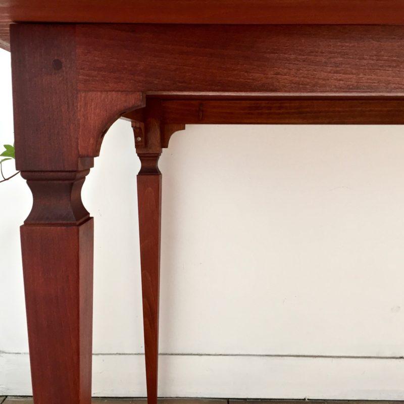Table marquetée 3 détails pieds_Maison-LK_MLK