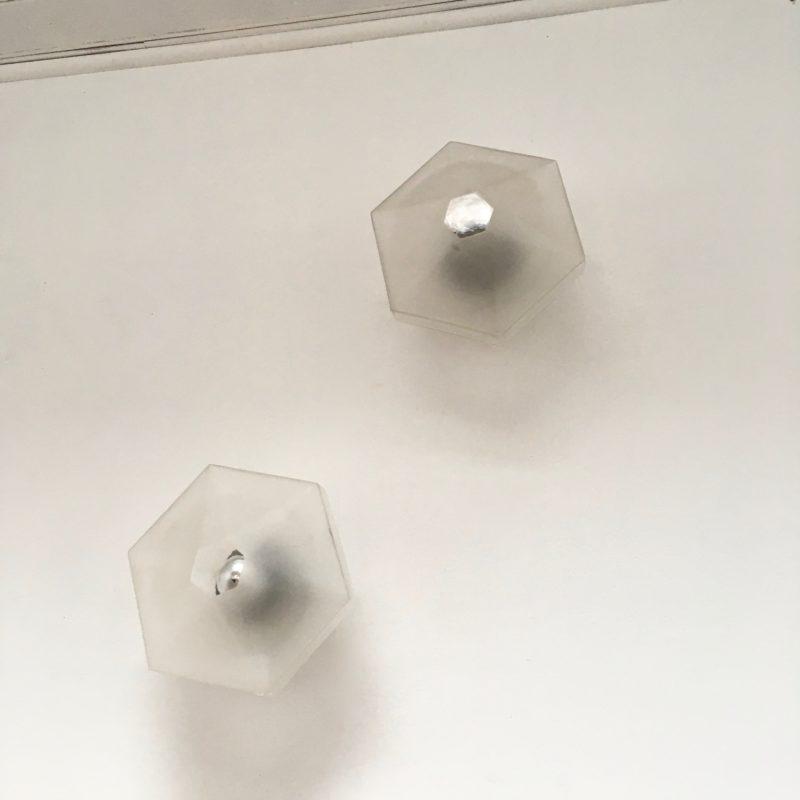 Applique hexago fleur verre sablé paire éteinte_Maison_Liedekerke_maison-lk