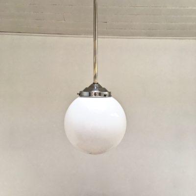 Boule-Opaline-50s-vue-éteinte-claire-_Maison_Liedekerke_maison-lk.jpg