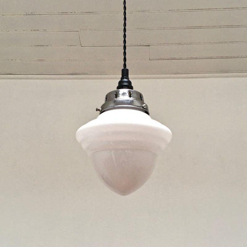 Suspension opaline et acier poli 3:4 dessous éteinte_Maison_Liedekerke_maison-lk