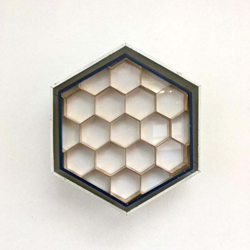 Applique-ruche-vue-face-éteinte_Maison_Liedekerke_maison-lk