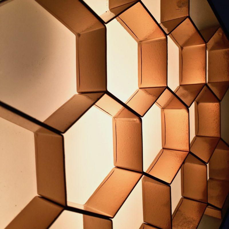 Applique-ruche-zoom-grille-allumée_Maison_Liedekerke_maison-lk