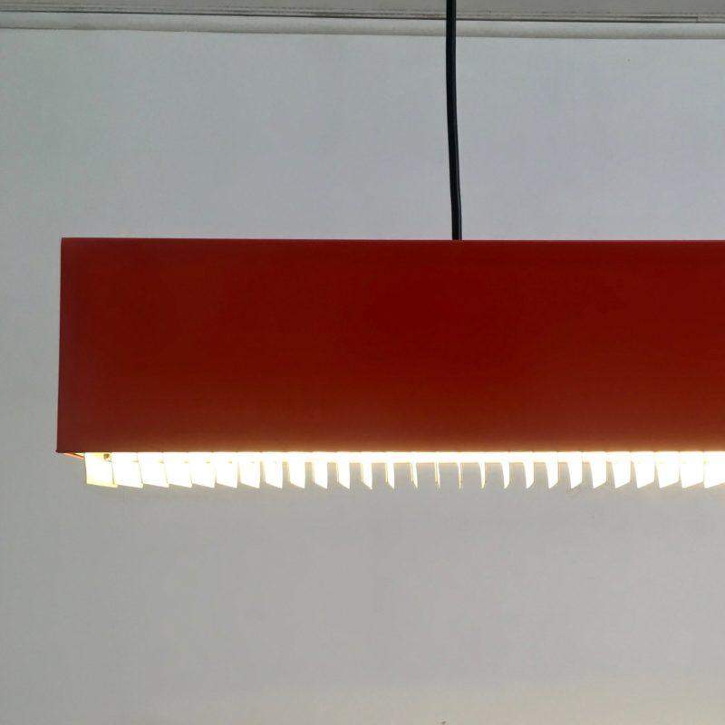 Suspension_néon_rouge_1980_Maison_Liedekerke_maison-lk.com
